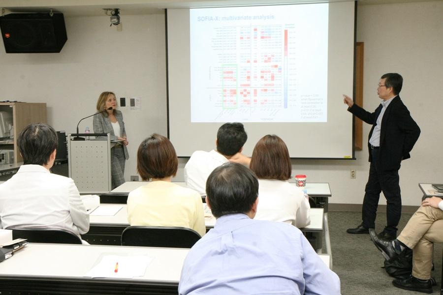 Professor Sharon Lewin presenting to staff from Institut Pasteur Korea.