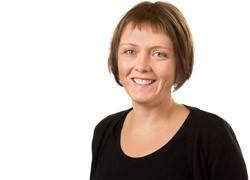 Dr Lynette Beattie receives MJ Gething Gender Equity Award
