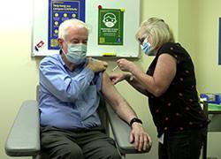 Laureate Professor Peter Doherty receives COVID-19 vaccine